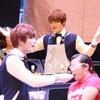 Jae Joong tự làm cơm cuộn mời fan Việt