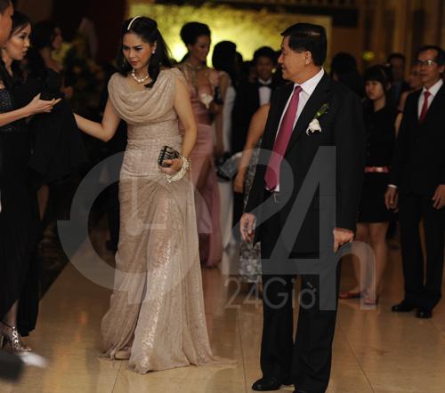 Ngỡ ngàng với mẹ chồng Hà Tăng - 10