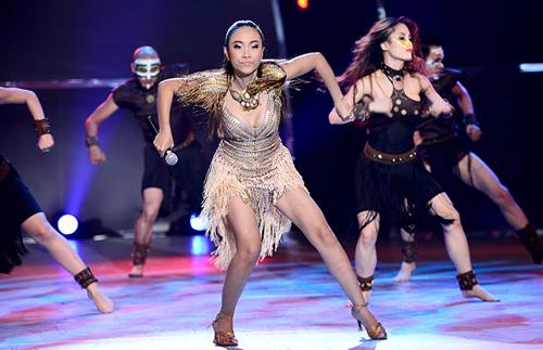 Đoan Trang mạo hiểm trên sân khấu - 2
