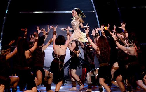 Đoan Trang mạo hiểm trên sân khấu - 10