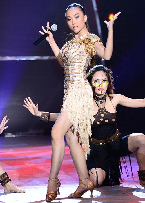 Đoan Trang mạo hiểm trên sân khấu - 11