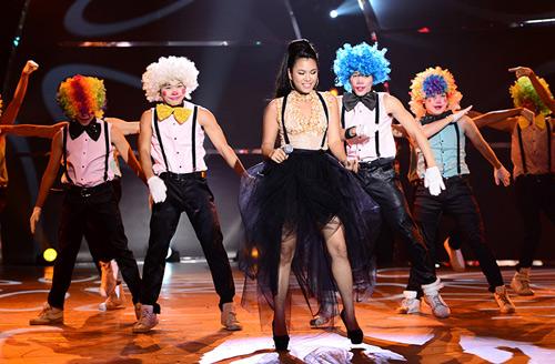 Đoan Trang mạo hiểm trên sân khấu - 15