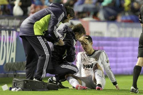 Ronaldo đổ máu mắt trên sân Levante - 1