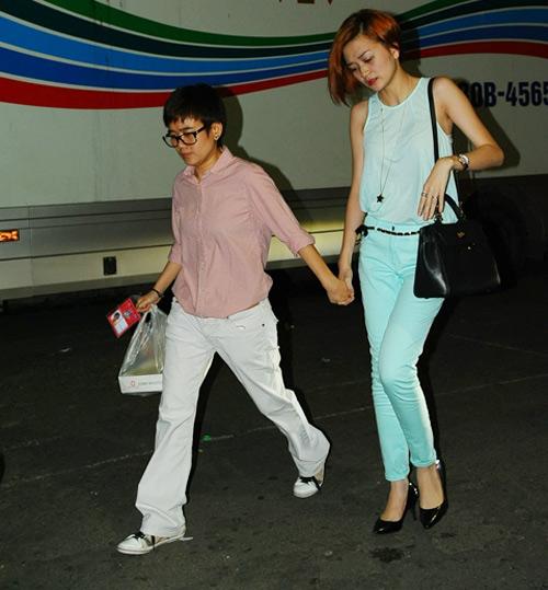 Phương Uyên nắm tay Bảo Trang rời The Voice - 2