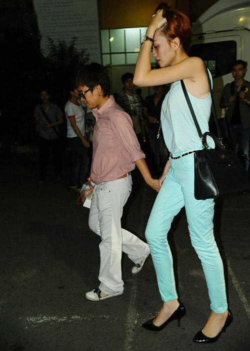 Phương Uyên nắm tay Bảo Trang rời The Voice - 3