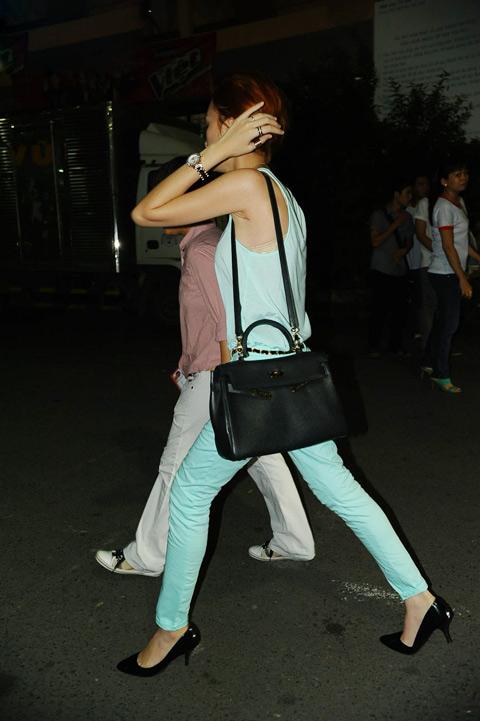 Phương Uyên nắm tay Bảo Trang rời The Voice - 4