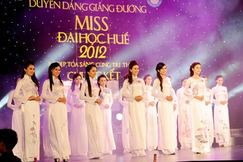 Á hậu Thùy Trang rạng rỡ làm giám khảo - 9