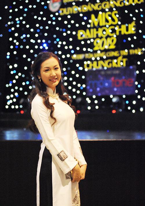 Á hậu Thùy Trang rạng rỡ làm giám khảo - 13