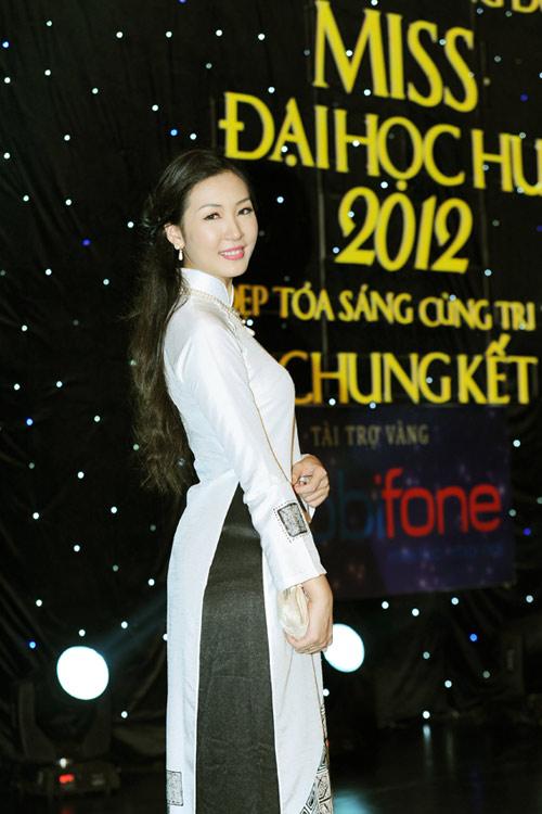 Á hậu Thùy Trang rạng rỡ làm giám khảo - 16