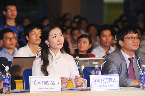 Á hậu Thùy Trang rạng rỡ làm giám khảo - 2