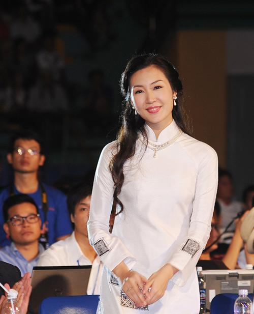 Á hậu Thùy Trang rạng rỡ làm giám khảo - 4
