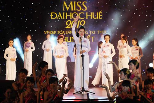 Á hậu Thùy Trang rạng rỡ làm giám khảo - 7