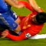 Bóng đá - Cận cảnh Suarez đè gẫy chân Terry
