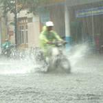 Tin tức trong ngày - Mưa lớn, đường Đà Nẵng biến thành sông
