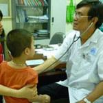 """Sức khỏe đời sống - Trẻ nhập viện vì mẹ """"nhồi"""" kháng sinh"""