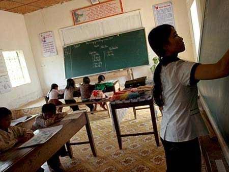 Cô giáo 12 năm đi 55km đến lớp mỗi ngày - 1