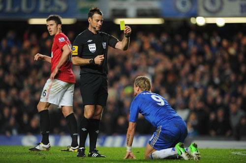 Kẻ thù của Chelsea tiếp tục bị treo còi - 1