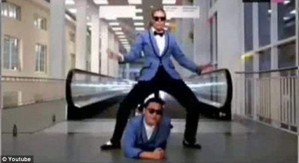 Siêu mẫu 4 con say mê nhảy gangnam style - 1