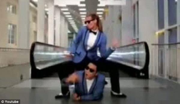 Siêu mẫu 4 con say mê nhảy gangnam style - 7