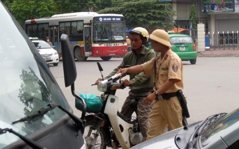 Đăng ký lại xe máy: Lệ phí 50.000 đồng - 2