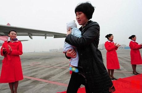 Nữ đại biểu TQ mang con đi họp Đại hội Đảng - 2