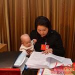 Tin tức trong ngày - Nữ đại biểu TQ mang con đi họp Đại hội Đảng
