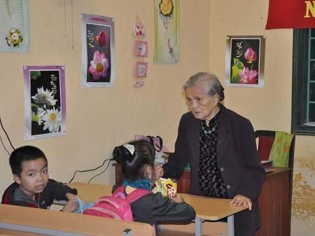 Lớp học đặc biệt của bà giáo 80 tuổi - 2