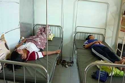 80 nữ sinh TPHCM ngất xỉu: Vì suy dinh dưỡng - 1