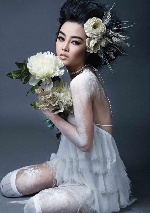 Julia Hồ e ấp như nụ hồng sau tà áo cưới - 4
