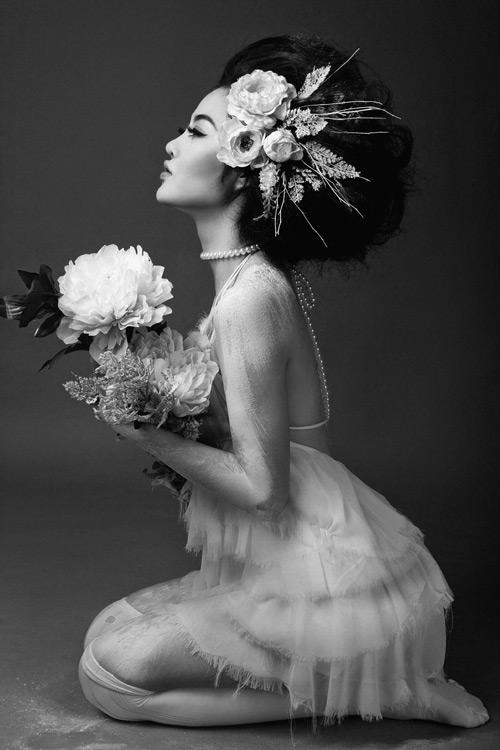 Julia Hồ e ấp như nụ hồng sau tà áo cưới - 7