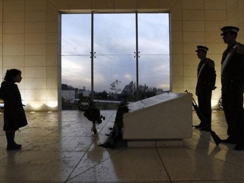 Palestine khai quật mộ cố tổng thống Arafat - 1