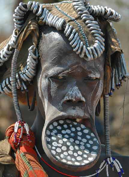 Kiểu làm đẹp dựng tóc gáy của phụ nữ - 1