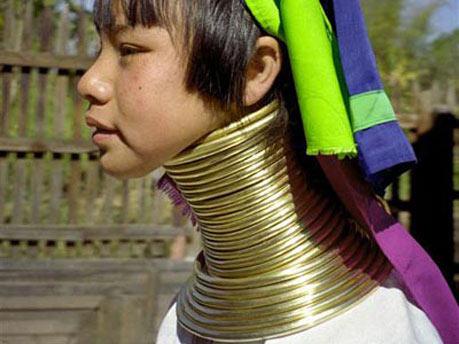 Kiểu làm đẹp dựng tóc gáy của phụ nữ - 9