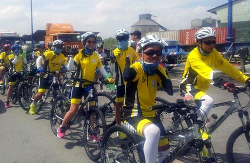 Thu Hiền tham gia đạp xe xuyên Việt - 1