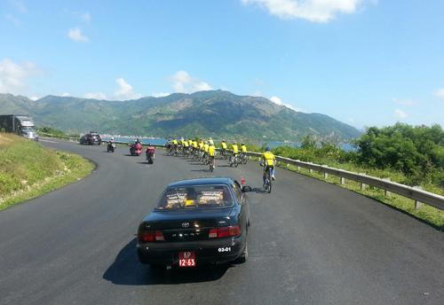 Thu Hiền tham gia đạp xe xuyên Việt - 2
