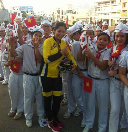 Thu Hiền tham gia đạp xe xuyên Việt - 12