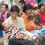 Tin tức Việt Nam - Kẹp 50.000 đồng vào y bạ sẽ được khám trước