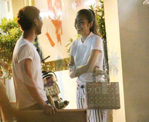 Clip Hà Tăng lộ diện sau đám cưới - 1