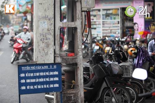Hà Nội lại nở rộ bãi giữ xe tự phát - 3