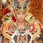 Nam Thành mặc trang phục nặng 30kg