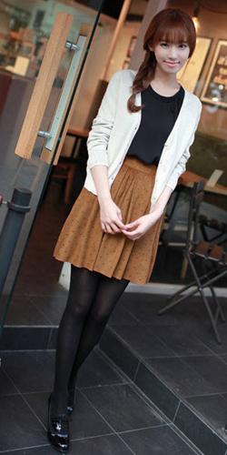 Váy ngắn và legging trẻ trung ngày lạnh - 1