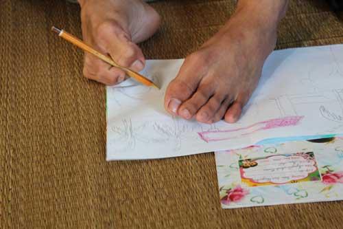 Cậu học trò vẽ tranh, làm thơ bằng… chân - 3