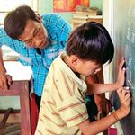 Giáo dục - du học - Ông thầy khuyết tật xóa mù chữ