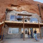 Phi thường - kỳ quặc - Gia đình 14 người sống trong hang đá