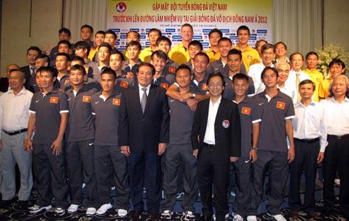 ĐTVN ra mắt áo đấu AFF Suzuki Cup 2012 - 1