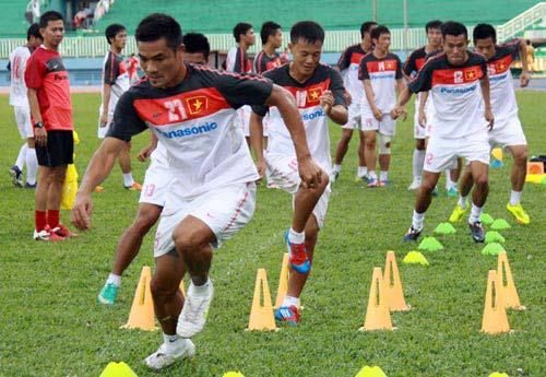 ĐTVN ra mắt áo đấu AFF Suzuki Cup 2012 - 4