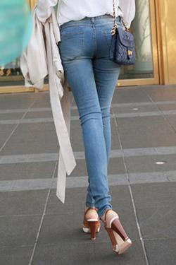 Xuống phố ngày đông thật sexy với Jeans - 14