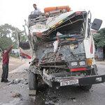 Tin tức trong ngày - Đâm vào xe đậu bên đường, tài xế chết thảm
