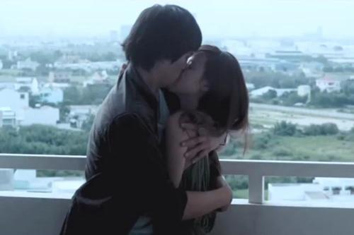 Midu nghẹt thở khi hôn Hà Việt Dũng - 2