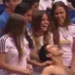 """Thể thao - Djokovic được """"gái đẹp"""" massage"""